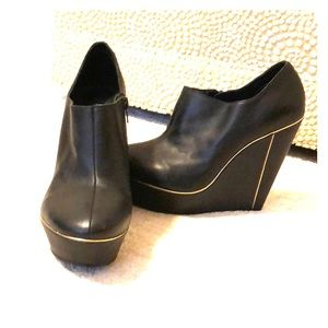 Messeca Wedge Bootie